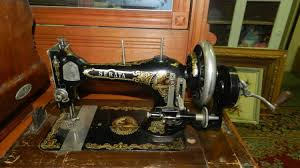 Antique Table Top Hand Crank Serata Sewing Machine In Wooden Dome Case With Lion Decal