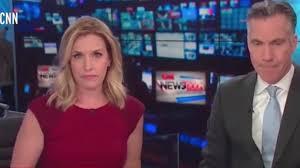 นาทีระทึก พัสดุระเบิดป่วน CNN อพยพวุ่น 2 ผู้ประกาศยืนหยัดจนจบข่าว (คลิป)