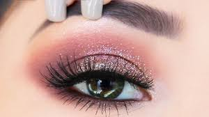 the easiest glitter eyeshadow makeup tutorial for beginners what to use to apply