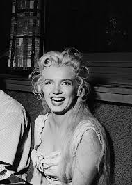 Marilyn Monroe on her lunch break during the making of The River ...