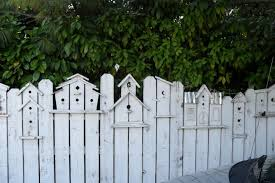 Birdhouse Fence Will Be In My Secret Garden Made With Old Pallet Boards Whitewashed And Dry Brushed With Stain To Backyard Bird Houses Backyard Fences