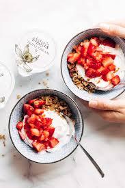 strawberry shortcake yogurt bowls