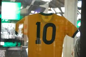 Ficheiro:Pelé 10, Museu do futebol, Maracanã (6070080673).jpg – Wikipédia,  a enciclopédia livre
