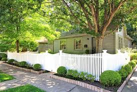 Early 20c Houston Historic Cottage On Corner Lot In One Of Houston S First Suburbs Which Is Now Just Two Mil Front Yard Fence Fence Design White Picket Fence