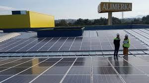 Alimerka «siembra» 7.500 paneles fotovoltaicos en su centro logístico de  Llanera