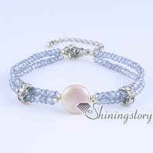 white freshwater pearl bracelet with