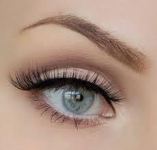 natural makeup look for green eyes