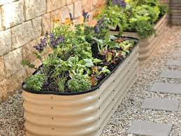 7 eco friendly raised garden bed ideas