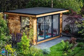 Beautiful garden and great garden room. Our customers are very ...