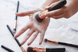 how to clean makeup brushes a few