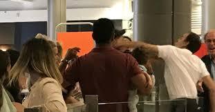 Cestující s dítětem si na letišti stěžoval na třináctihodinové zpoždění.  Dostal pěstí - Echo24.cz
