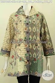 Ada blazer batik, ada rok batik dan ada juga model baju batik atasan. Model Baju Batik Atasan Wanita Modern 2021 Toko Batik Online 2021