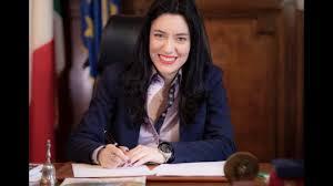 In diretta dall'Aula del Senato la ministra Lucia Azzolina - YouTube