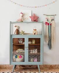 Petit Meuble Vintage Pour La Chambre Des Enfants Annees 50 Kid Room Decor Kids Room Inspiration Vintage Cabinets