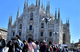 Coronavirus, Duomo di Milano chiuso ai turisti
