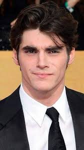 Interview: Actor RJ Mitte talks 'Breaking Bad' and doing good before stop  in Tampa