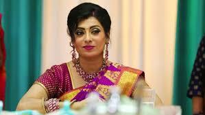 Priya Raman As Akhilandeshwari In Sembaruthi Is An Inspiration To Many,  Here's Why - ZEE5 News