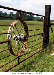 Wagon Wheel Gate Keywords Wagon Wheel Gate Hub Spokes Fence Post Farm Ranch Rustic Rusty Bars Ru Metal Driveway Gates Farm Gate Farm Gate Entrance
