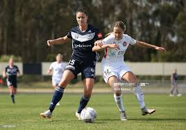 Emily Gielnik of the Victory and Courtney Nevin of the Wanderers... News  Photo - Getty Images