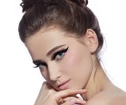 put eyeliner for wide eyes