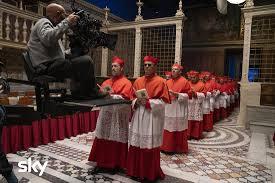 John Malkovich, Jude Law e il cast di The New Pope - Foto Style