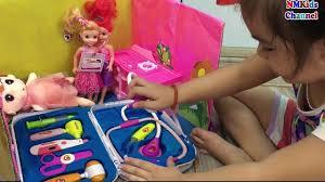 Trò chơi Búp bê barbie bị đau bụng Bé khám bệnh cho búp bê ...