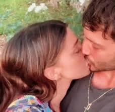 Belen e il bacio appassionato con Stefano De Martino su Instagram ...