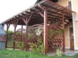 terase din lemn acoperite cu