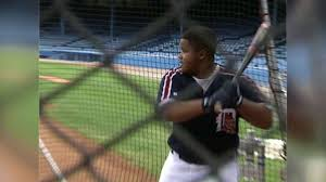 CLE@TEX: Francona throws BP to young Prince Fielder - YouTube