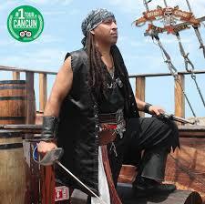 dress like a pirate pirate show cancun