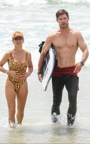 Chris Hemsworth e le foto con la moglie Elsa Pataky a Byron Bay
