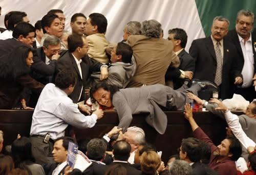 "Resultado de imagen de pelea diputados mexico"""