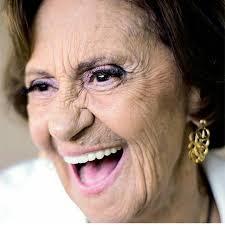 regram @fofoca.tv Aos 89 anos Laura Cardoso segue na ativa e com destaque  na TV. A veterana atriz que esteve recentemente no ar na… | Tv brasileira,  Atores, Atrizes