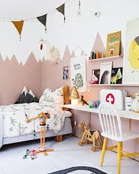 Love The Mountains Painted On The Wall Of This Kids Room Colorful But Calming Palette Pojkrum Inredning Tjejrum