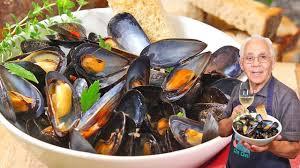Steamed Mussels in White Wine Recipe ...