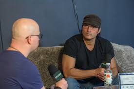 Robert Rodriguez on Red 11 and Making Another $7,000 Movie | Collider
