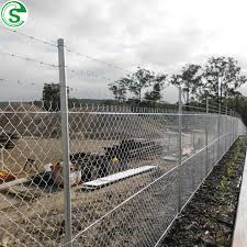 China High Quality 7ft Boundary Wall Fence Design Diamond Mesh Metal Fence China Chain Link Fence Cyclone Wire Fence