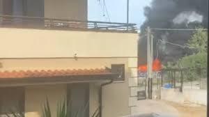 Napoli, fabbrica di plastica in fiamme: un morto - VIDEO