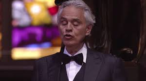 Andrea Bocelli puts on incredibly ...
