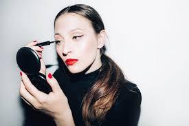 do winged eyeliner the easiest ways
