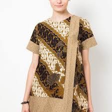 Ya, tentu saja baju batik dengan model ini akan membuat penampilan semakin trendy dan kekinian. 10 Rekomendasi Baju Batik Kombinasi Paling Keren Yang Bikin Para Wanita Semakin Fashionable 2020