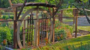 Asian Style Garden Gate And Deer Fence Deer Fence Garden Gates Outdoor Structures