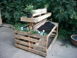 using pallets for raised garden beds
