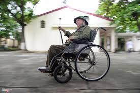 Image result for hình một người lính già trên chiếc xe lăn