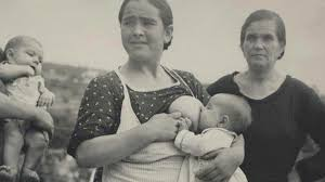 These vintage photos remind us all that public breastfeeding is ...
