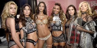 model in the victoria s secret fashion show