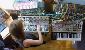 Inside The Synth Studio Of Kaitlyn Aurelia Smith (con immagini)