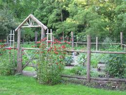 Vegetable Garden Surrounded By A Split Rail Fence To Keep The Rabbits And Dear Away Rustic Garden Fence Cheap Garden Fencing Fenced Vegetable Garden