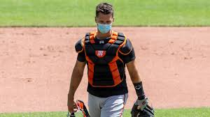 Giants' Buster Posey will not play in 2020 after adoption of ...
