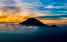 pesona keindahan destinasi wisata gunung slamet di pulosari